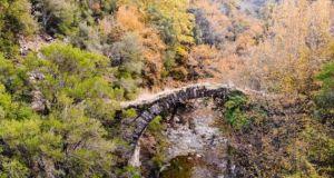 Στήριξη της προσπάθειας για τη διάσωση των ιστορικών πέτρινων γεφυριών…