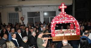 Ο Δήμαρχος Πατρέων, Κώστας Πελετίδης, στην περιφορά των Επιταφίων