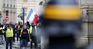 «Κίτρινα γιλέκα»: Διαδηλωτής καταδικάστηκε γιατί προέτρεπε αστυνομικούς να αυτοκτονήσουν