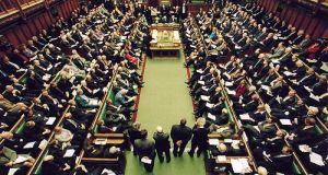 Βρετανοί βουλευτές καταδικάζουν τα 45 χρόνια κατοχής της Κύπρου