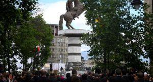 Σκόπια: Βανδάλισαν πινακίδα στο άγαλμα του Μεγάλου Αλεξάνδρου!