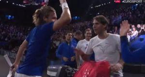 Laver Cup: Ο Ναδάλ συγχαίρει στα ελληνικά τον Τσιτσιπά (Βίντεο)
