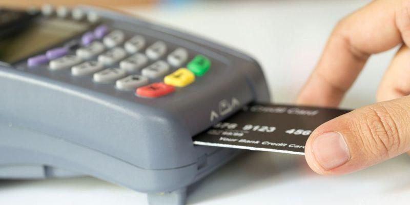 Στα 50 ευρώ το όριο ανέπαφων συναλλαγών με πιστωτικές κάρτες