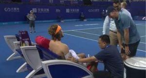 Εγκατέλειψε ο Τσιτσιπάς σε τουρνουά στην Κίνα – Ένιωσε αδιαθεσία…