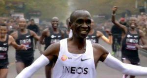 Eliud Kipchoge: Έτρεξε μαραθώνιο σε λιγότερο από 2 ώρες και…