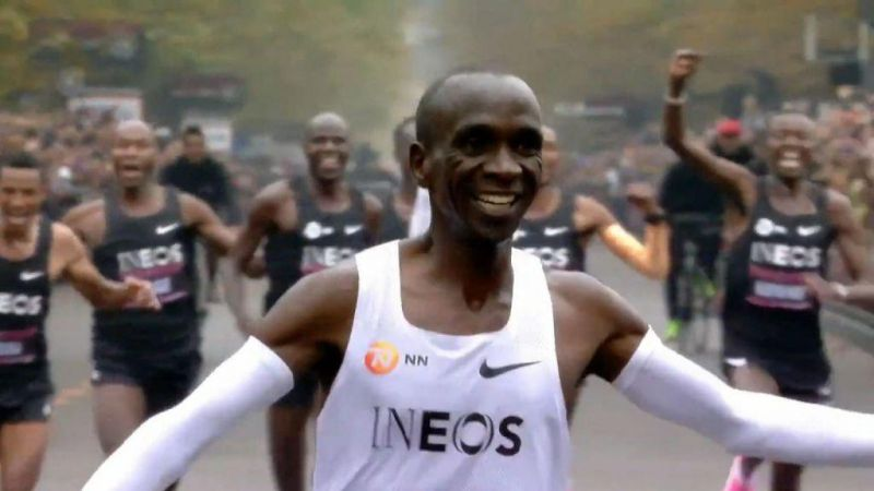 Eliud Kipchoge: Έτρεξε μαραθώνιο σε λιγότερο από 2 ώρες και έγραψε ιστορία