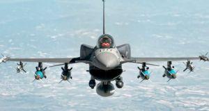 Η Τουρκία βομβαρδίζει κουρδικούς στόχους στην Συρία ανατολικά του Ευφράτη