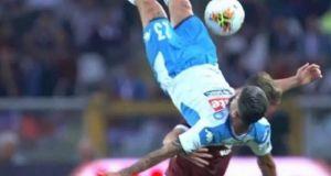Τραυματισμός-σοκ για ποδοσφαιριστή της Νάπολι: Υπέστη κάταγμα στο στέρνο (Βίντεο)