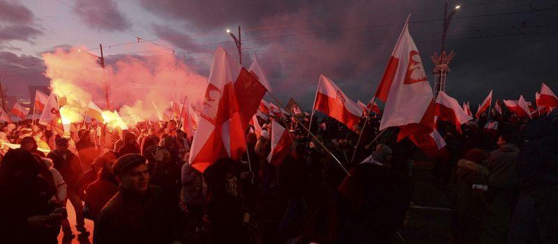 Βαρσοβία – Μεγαλειώδης πορεία από 150.000 Πολωνούς: «Η Ε.Ε. μας οδηγεί στην καταστροφή»!