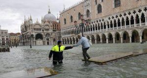 Ξανά κάτω από το νερό η Βενετία