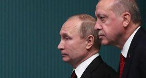 Συλλυπητήρια Πούτιν σε Ερντογάν για τον φονικό σεισμό στην Τουρκία