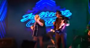 Τραγουδιστής πεθαίνει από καρδιακή προσβολή πάνω στη σκηνή (Βίντεο)