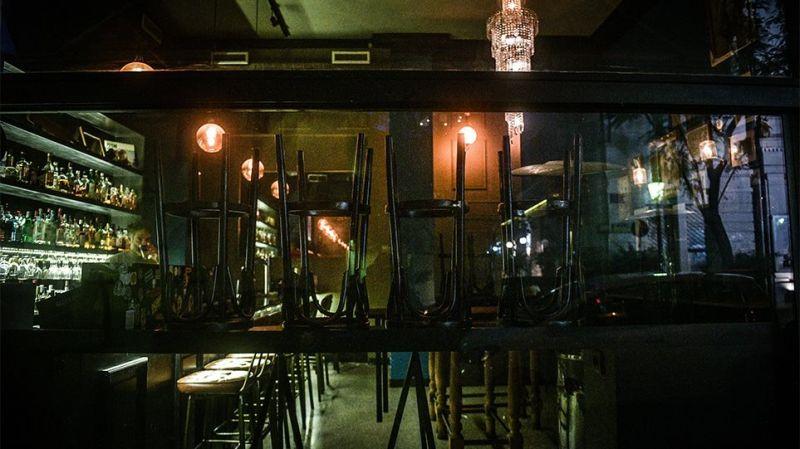 Νέα μέτρα: Σε αυτές τις περιοχές θα κλείνουν μπαρ – εστιατόρια τα μεσάνυχτα!