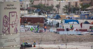 Απάνθρωπες συνθήκες εργασίας στα γήπεδα για το Μουντιάλ του Κατάρ