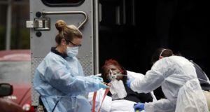 Σχεδόν 2.000 νεκροί στις Η.Π.Α. σε ένα 24ωρο από κορωνοϊό