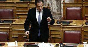 Κόντρα στη Βουλή για τις χρεώσεις των τραπεζών – Τι…