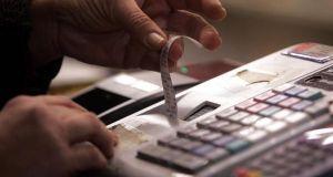 Η «ακτινογραφία» των ελαφρύνσεων: Ποιοι θα πληρώσουν λιγότερους φόρους