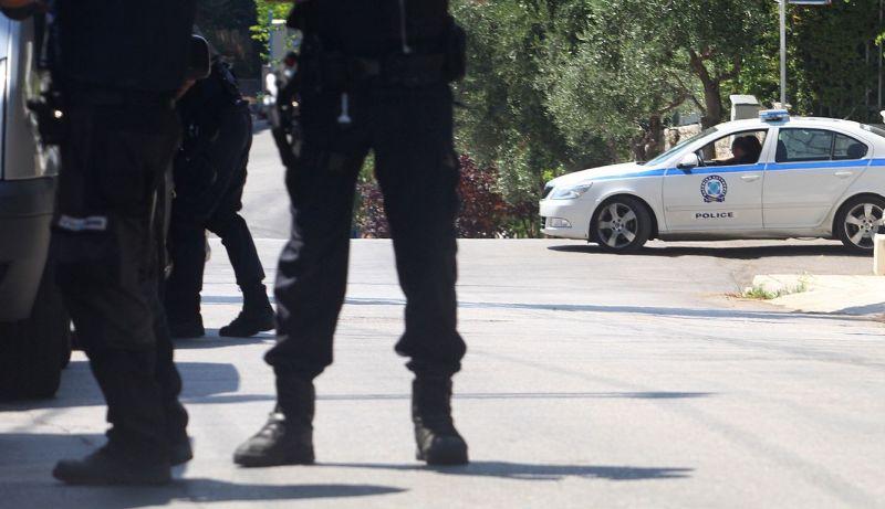 Σύλληψη ανηλίκου στην Πάτρα για κλοπή και εκβίαση