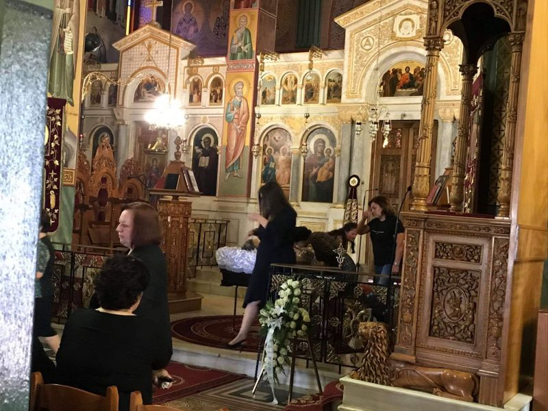 Ι.Ν. Αγίας Τριάδος Αγρινίου – Live: Λαοθάλασσα και μεγάλη συγκίνηση στη κηδεία του Β. Αντωνόπουλου (Φωτό – Βίντεο)