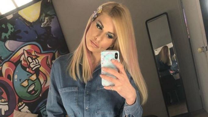 Η Ευρυδίκη Παπαδοπούλου ποζάρει topless και προκαλεί «εγκεφαλικά» στον ανδρικό πληθυσμό