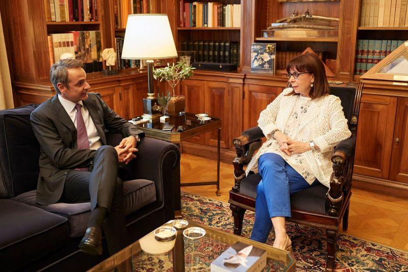 Συνάντηση του Πρωθυπουργού Κυριάκου Μητσοτάκη με την Πρόεδρο της Δημοκρατίας