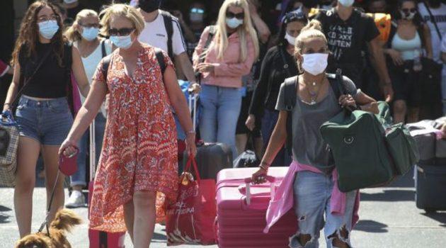 Κορωνoϊός: Πόσο καιρό πρέπει να μείνουν σε καραντίνα όσοι επιστρέφουν από διακοπές