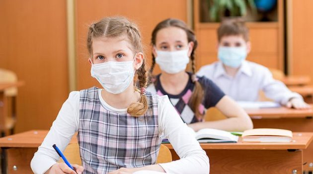 Αιτωλοακαρνανία: 123.000 ευρώ στους Δήμους για σχολικές μάσκες