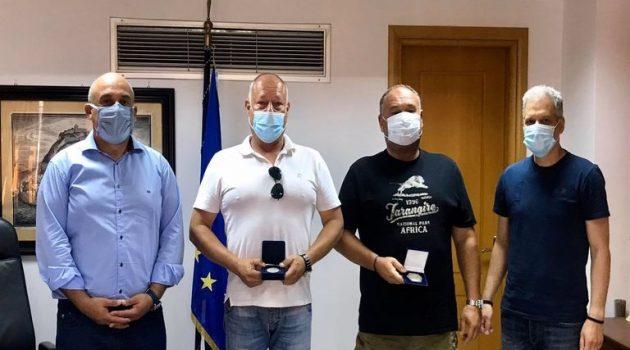 Ο Δ. Ναυπακτίας τίμησε τους 2 ναυτικούς της διάσωσης στο Αντίρριο