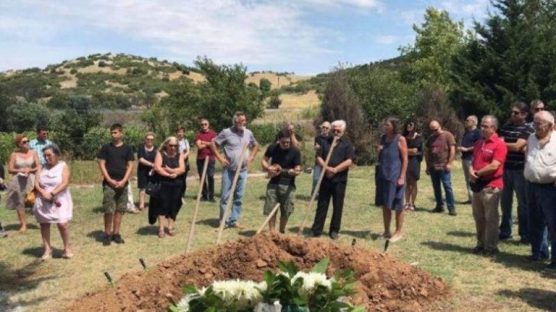 Με ρεμπέτικα κηδεύτηκε ο Αγάθωνας Ιακωβίδης (Video)
