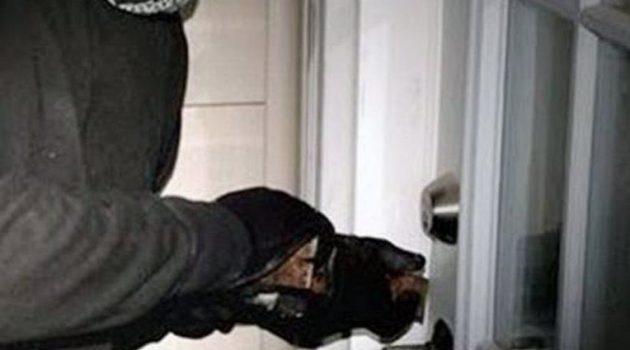 Αμφιλοχία: Η οικογένεια έκανε διακοπές και οι δράστες τους έκλεψαν τα χρυσαφικά