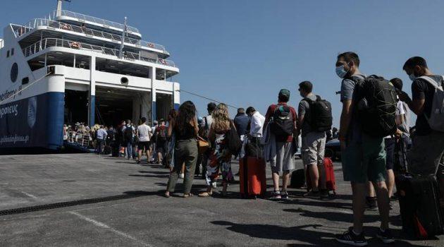 Ουρές στα Λιμάνια Πειραιά και Ραφήνας (Video)