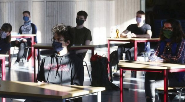 Κοτανίδου: Μάσκες οι μαθητές, αρνητικό τεστ οι φοιτητές
