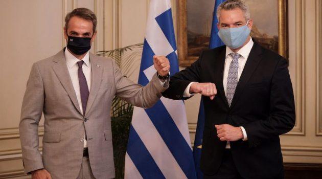 Συνάντηση του Kυριάκου Μητσοτάκη με τον Υπουργό Εσωτερικών της Αυστρίας