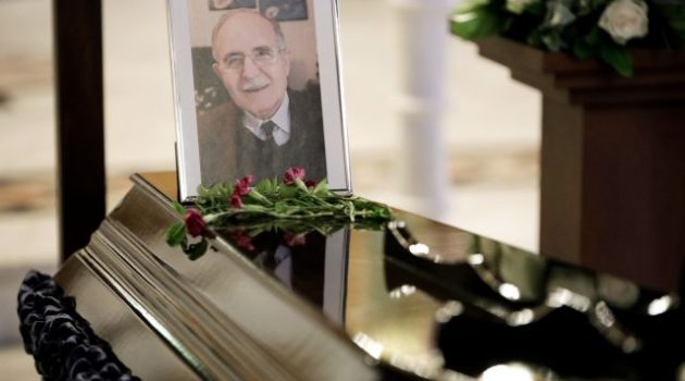 Θλίψη και συγκίνηση στην κηδεία του Ντίνου Χριστιανόπουλου