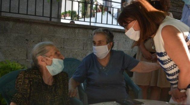 Σακελλαροπούλου: Συνάντηση με τις «γιαγιάδες της αλληλεγγύης»