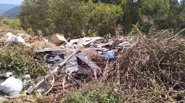 Ένας ανεξέλεγκτος σκουπιδότοπος στη Δάφνη Ναυπακτίας (Photos)