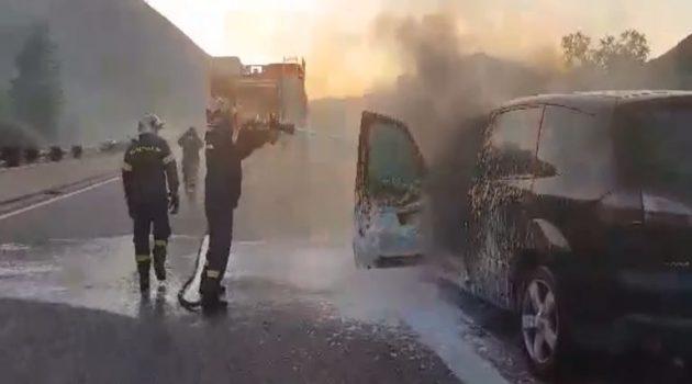 Φωτιά σε Ι.Χ. αυτοκίνητο στην Ιόνια Οδό στο ύψος της Γαβρολίμνης (Video)