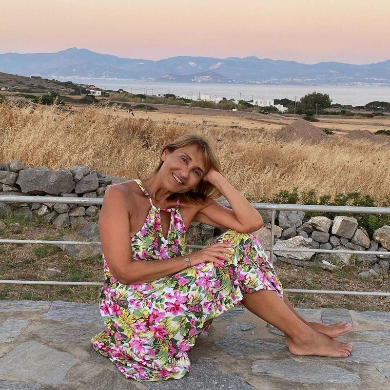 Η Μάρα Ζαχαρέα στο αγαπημένο της νησί