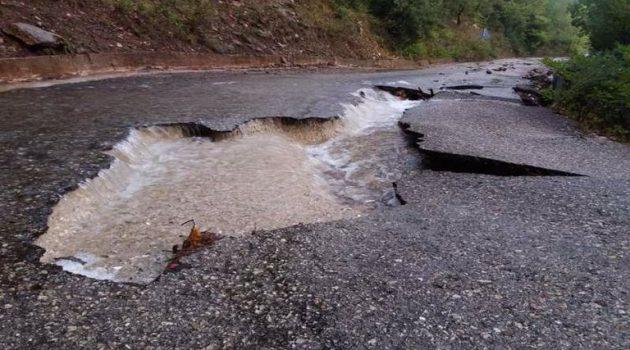 Μεγάλη ζημιά στο οδόστρωμα στην Αμπελακιώτισσα (Photos)