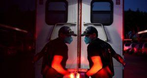 Κορωνοϊός: Σχεδόν 1 εκατ. νεκροί παγκοσμίως – 9 χιλ. θάνατοι…