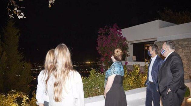 Επίσκεψη Πομπέο: Γραβιέρα, καλτσούνια και ρακή το πρώτο βράδυ στα Χανιά