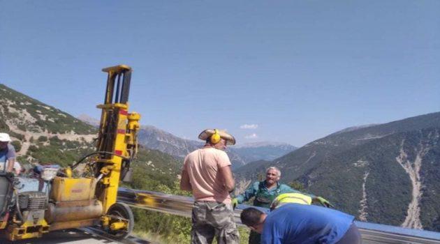 Δήμος Θέρμου: Τοποθετούνται πλευρικές μεταλλικές μπάρες (Photos)
