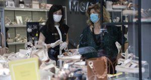 Συνεχίζονται τα πρόστιμα για την μη χρήση της μάσκας στο…