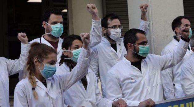 Απεργία γιατρών Ε.Σ.Υ.: Ο ιός πιέζει, οι Μ.Ε.Θ. γεμίζουν και η Κυβέρνηση κάνει μπαλώματα