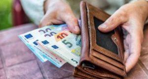 Συνταξιούχοι: Πότε και πώς θα δοθούν τα αναδρομικά στις κύριες…