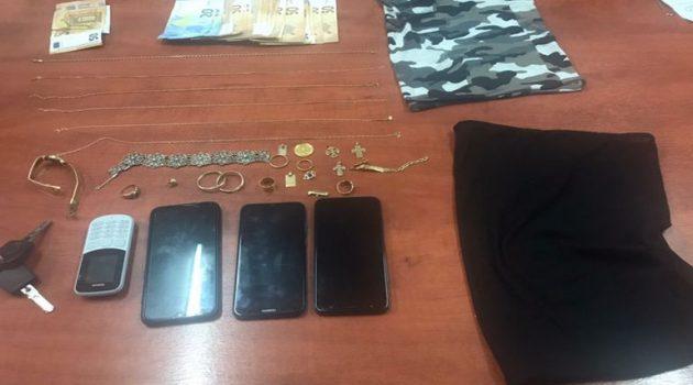 Μενίδι Αμφιλοχίας: Συνελήφθησαν γιατί αφαίρεσαν χρήματα, κοσμήματα και χρυσή λίρα