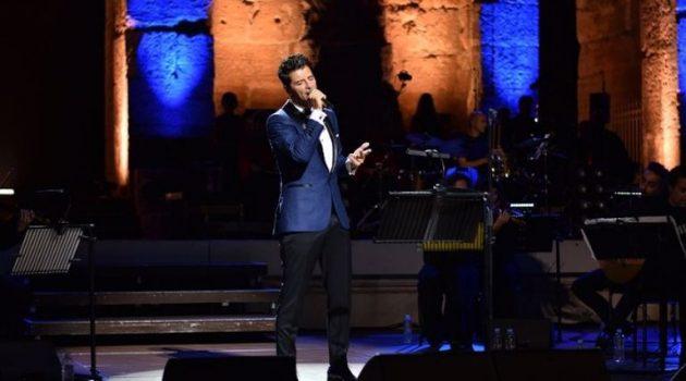 Ο Σάκης Ρουβάς, μάγεψε το κοινό, στην πρώτη του συναυλία στο Ηρώδειο!