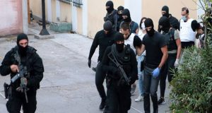 Τρομοκρατία: Δεν αποκλείουν νέες συλλήψεις μετά τη γιάφκα στο Κουκάκι