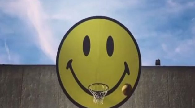 «The Sm;)e Book»: Η ιστορία της πιο διάσημης χαμογελαστής φατσούλας (Video)