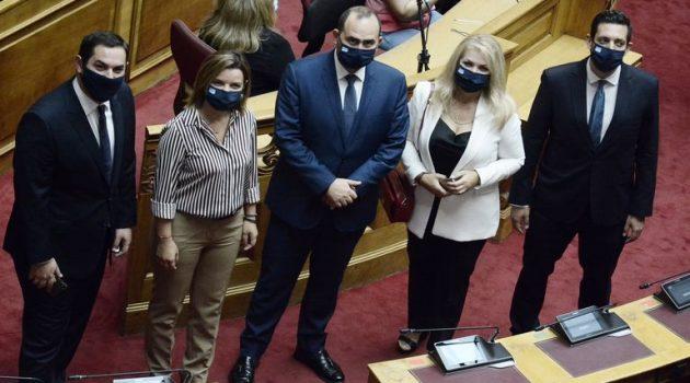 Βουλή: Αγιασμός με πρωτόκολλα λόγω ιού – Πρωτοφανείς εικόνες στα έδρανα